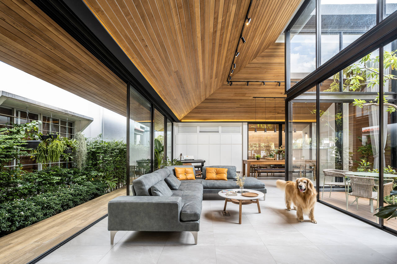 The Roof House Easy Resize com